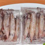 Những con mực trứng loại to đang vào hộp sẵn tại chợ Dương Đông