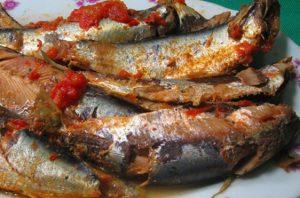 Cách nấu món cá trích kho rục với cà chua